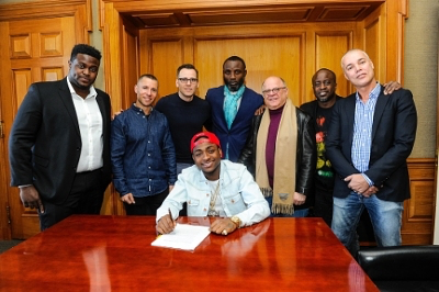 Davido signs global music deal with Sony BMG (Press)